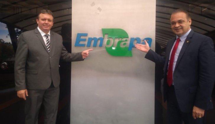 Presidente da Unipontal é recebido na sede da Embrapa